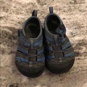 Toddler Keens sneaker sander size six